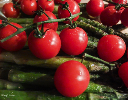 green asparagus and cherry tomatoes